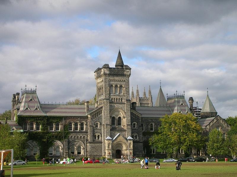 Khuôn viên đại học Toronto