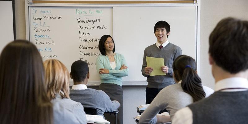 Du học sinh lớp 8 tự tin thuyết trình