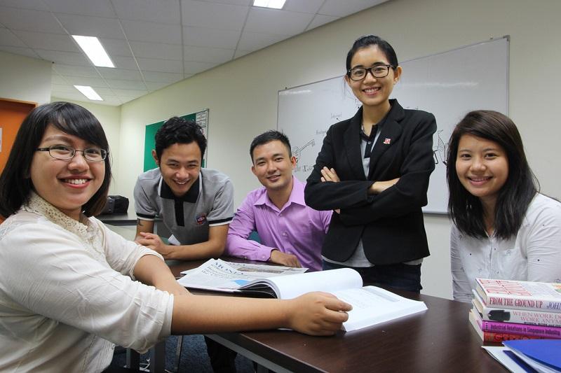 Sinh viên tại trường Dimensions International College